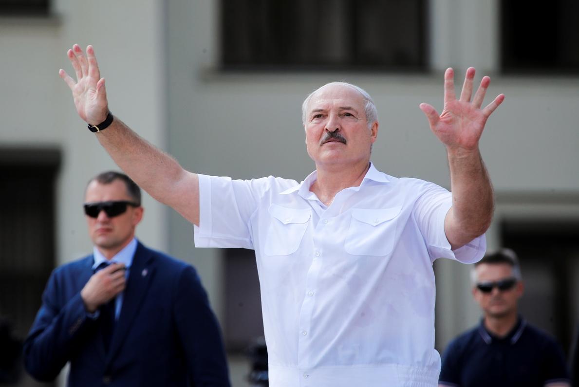 Lukašenko pozvao vojsku da čvrsto stane u odbranu zemlje