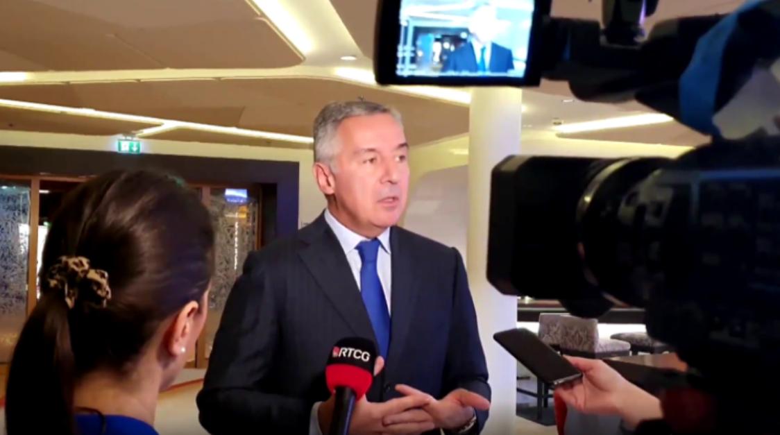 Đukanović: Ohrabruje sastanak Markovića i Amfilohija, bez razgovora se ne može doći do rešenja