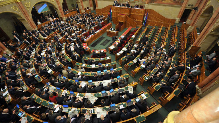 Mađarski parlament odobrio amandmane na zakon o radu