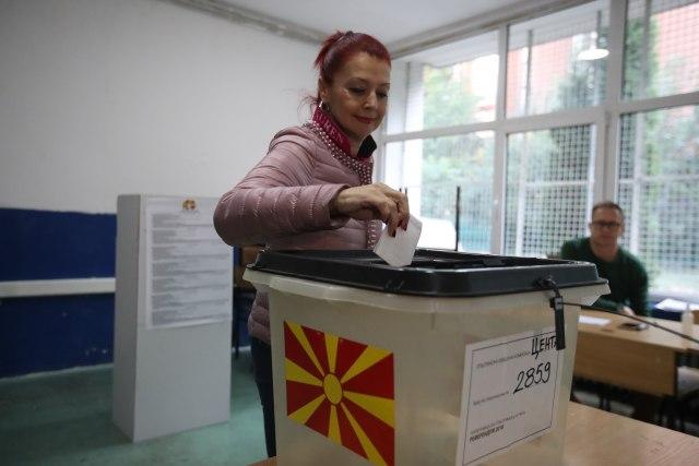 MKD: Počela izborna tišina, danas glasaju oboleli od kovida