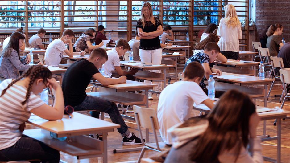 Maturanti danas rešavaju test iz matematike