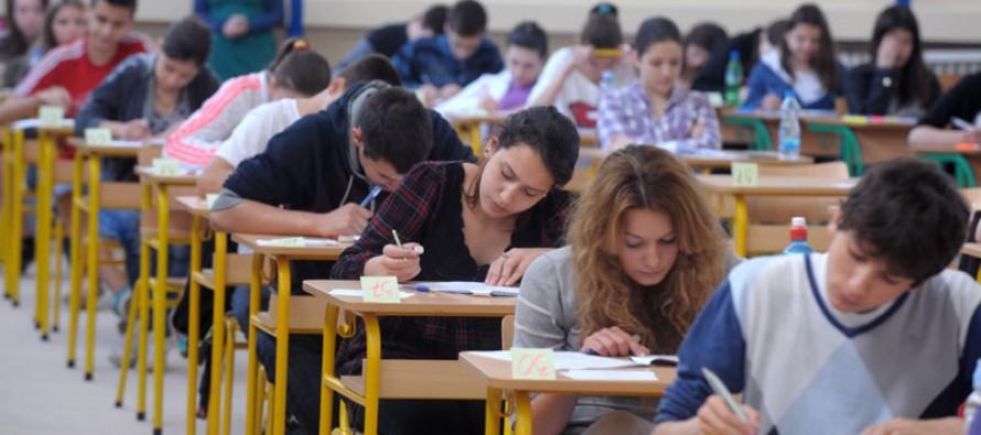 Testovi za maturu pod strogim merama bezbednosti, do škola pod policijskom pratnjom