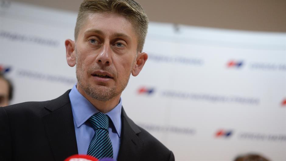 Martinović: Izmene štetne po SNS, Milojičić: DS da izađe iz SzS