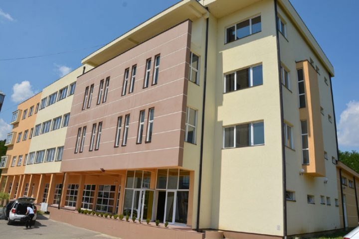 Maturanti Medicinske škole u Kosovskoj Mitrovici bezbedno stigli u Italiju