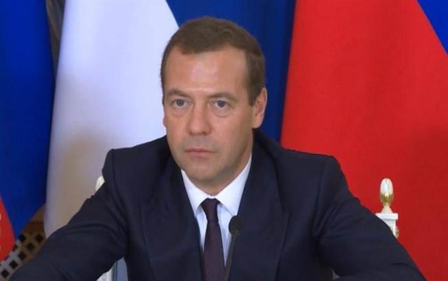 Medvedev: Politika svrgavanja nepoželjnih vlada ponovo prioritet SAD