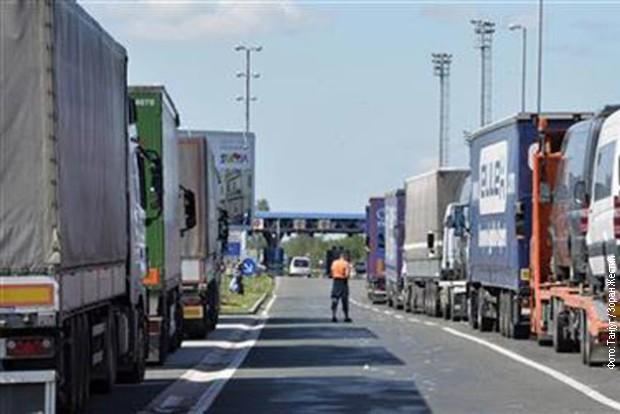 Na Kosmet dosad stiglo 2.500 tona robe, naše brašno uzimaju i Albanci