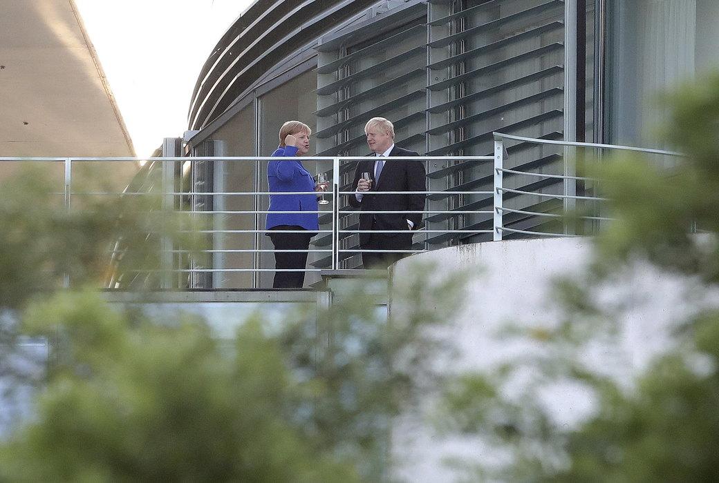 Džonson sa Merkel o Bregzitu i napadu na saudijska postrojenja