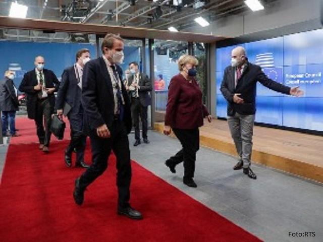 Evropski lideri aplauzom ispratili Angelu Merkel