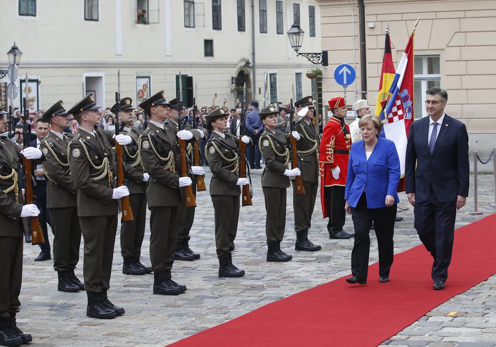 Kabinet: Merkelova nije bila upoznata s pesmama ni sadržajem