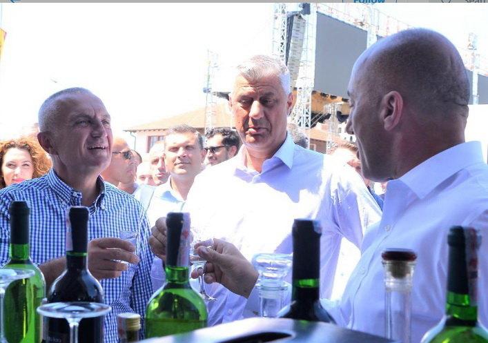 Meta,Tači i Haradinaj na proslavi grožđa i vina u Orahovcu