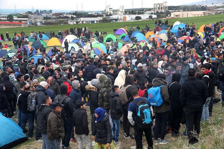 Grci upotrebili suzavac na migrante, turskih graničara nema