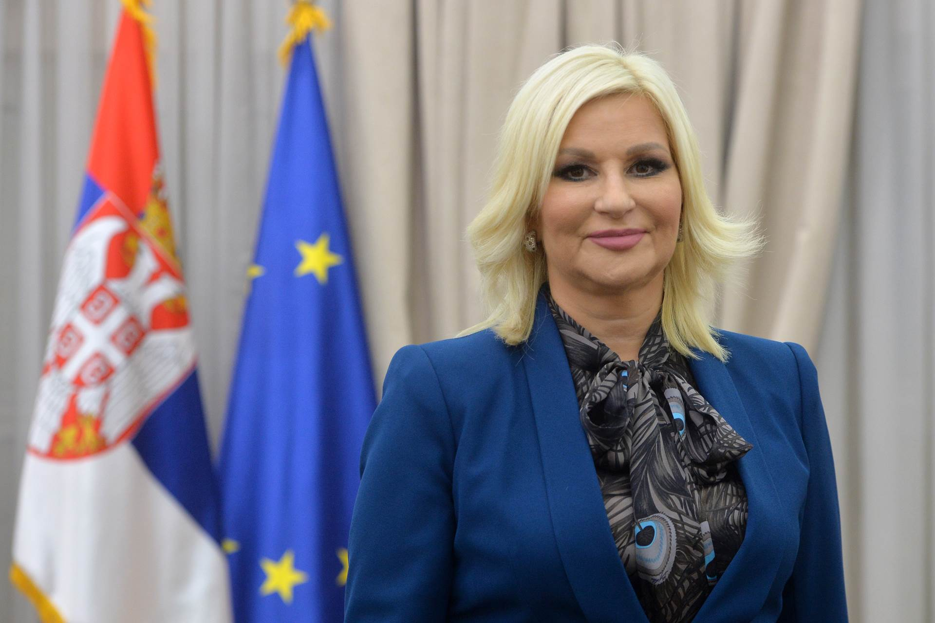 Mihajlovićeva: Osuda nasilja ispred Skupštine, poštujmo mere sprečavanja širenja zaraze