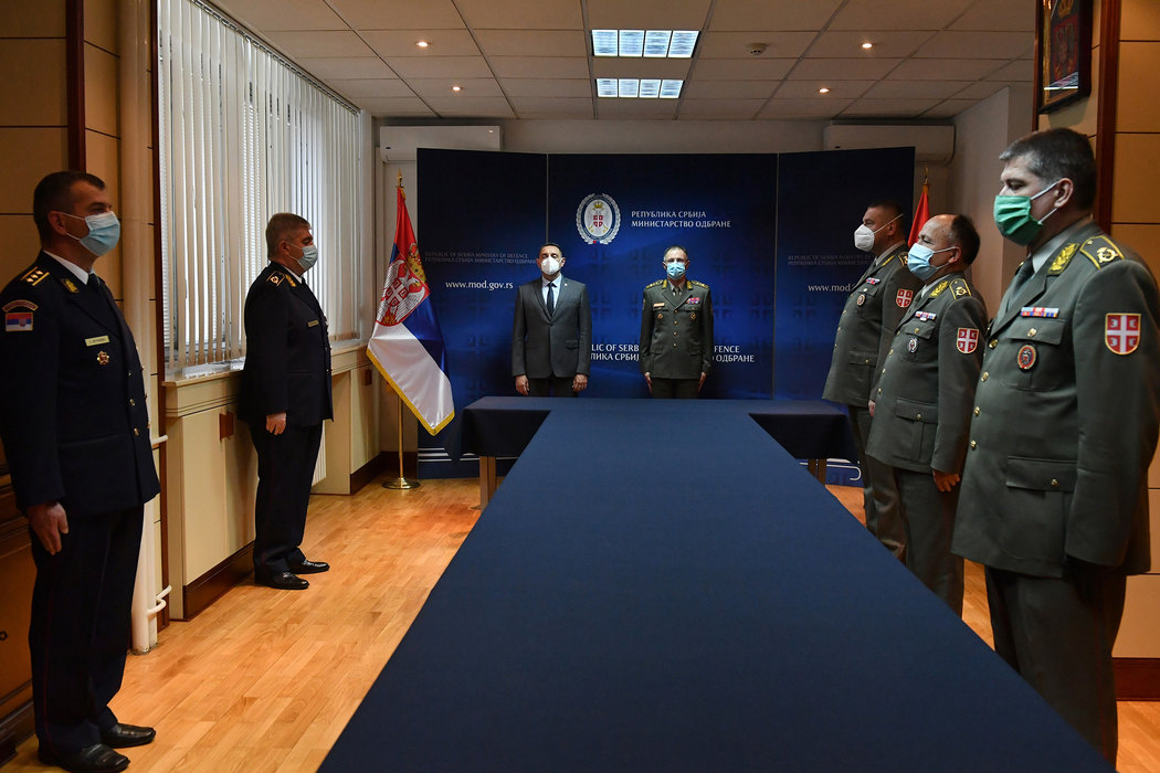 Predsednik Vučić vanredno unapredio zaslužne u borbi sa koronom