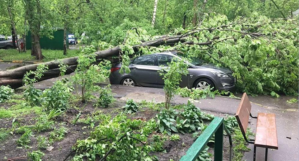 U Moskvi besni uragan, ulice pretvorene u reke