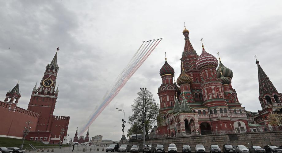 Marširalo 12.500 vojnika, Su-25 obojili nebo u boje zastave