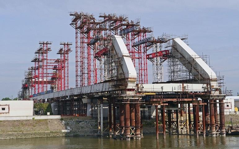 Počelo pobijenja šipova za novi most na Savi kod Šapca