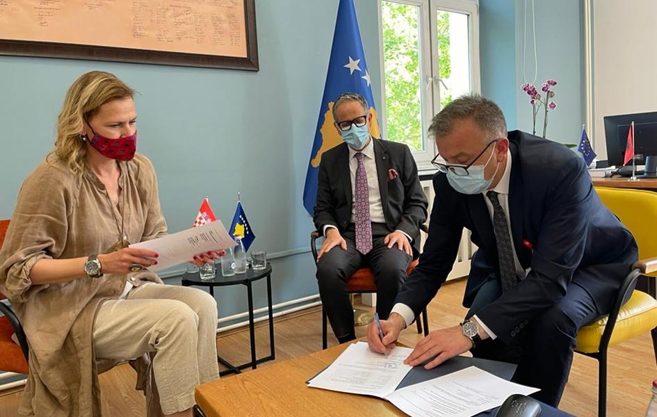 Hrvatska donira 10.000 vakcina Prištini
