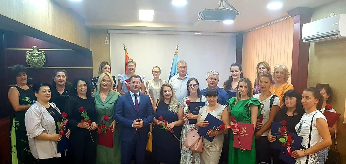 """Opština Leposavić nagradila najbolje učesnike akcije """"Biramo najlepše dvorište, terasu, krug preduzeća"""""""