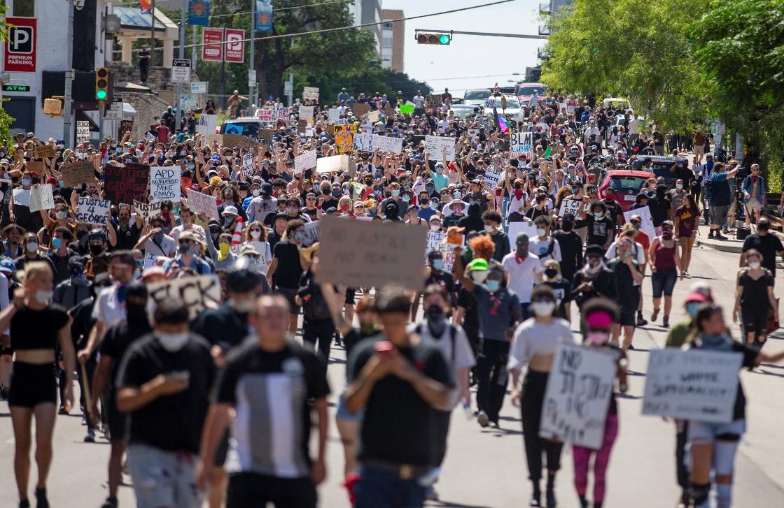 Nasilni protesti širom Amerike, u 25 gradova uveden policijski čas