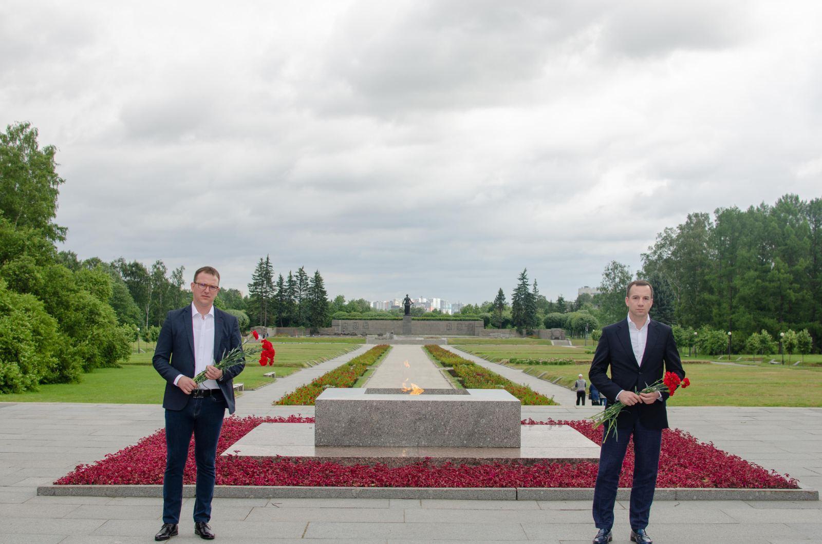 Srpska delegacija položila cveće na spomenik žrtvama u Sankt Petersburgu