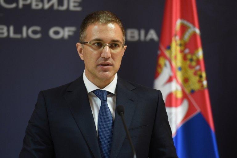 Stefanović: Skandalozno ponašanje SZS, gađali jajima policajce