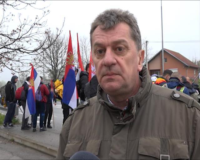 Srbi sa KiM koji pešice idu na skup u BGD stigli u Preljinu
