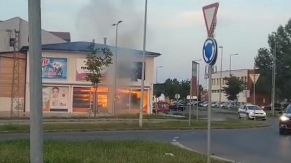 Požar u parfimeriji u Novom Sadu, bačen molotovljev koktel?