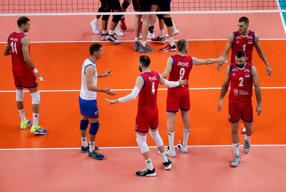 Odbojkaši posle velike borbe pobedili Ukrajinu, Srbija u polufinalu EP