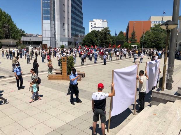 Mirna okupljanja veterana OVK u više gradova na Kosovu i Metohiji