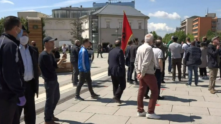 Građani ispred parlamenta protestuju protiv Hotijeve vlade