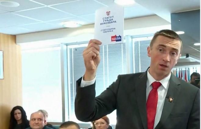 Gradonačelnik Vukovara bacio na pod statut na ćirilici