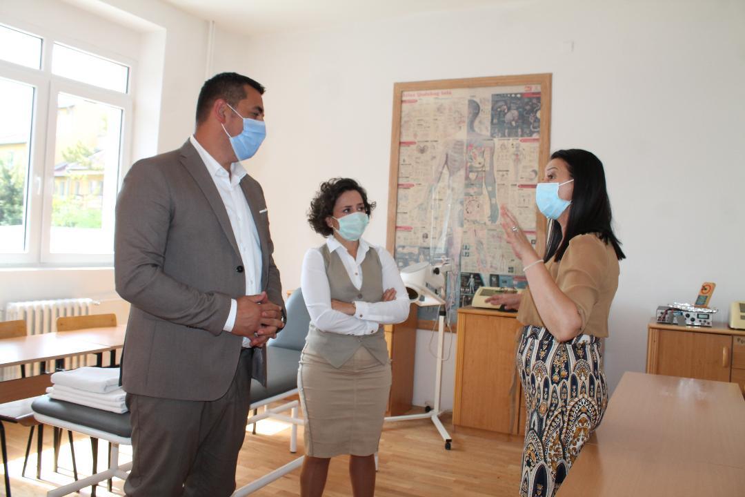 Spirić i Hodžić obišli renovirani Dom učenika medicinske škole u Severnoj Mitrovici