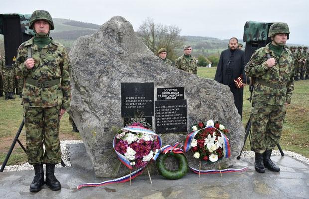U selu Reljan venci za vojnike poginule u NATO bombardovanju