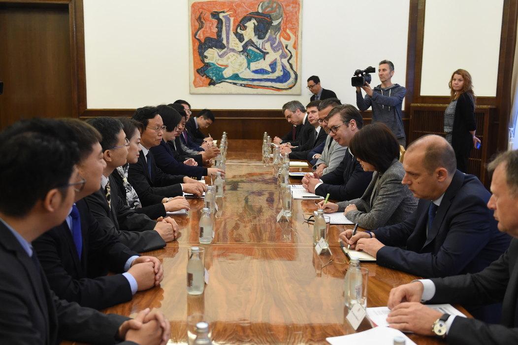 Vučić pozvao kineske investitore da i dalje ulažu u Srbiju