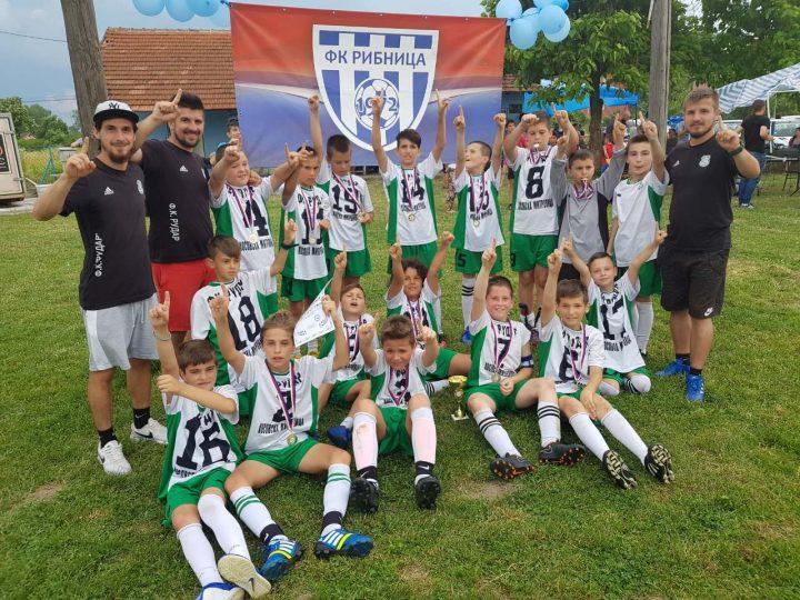 """Zlatni dečaci FK """"Rudar"""" doneli još jedan trofej u svoj grad"""