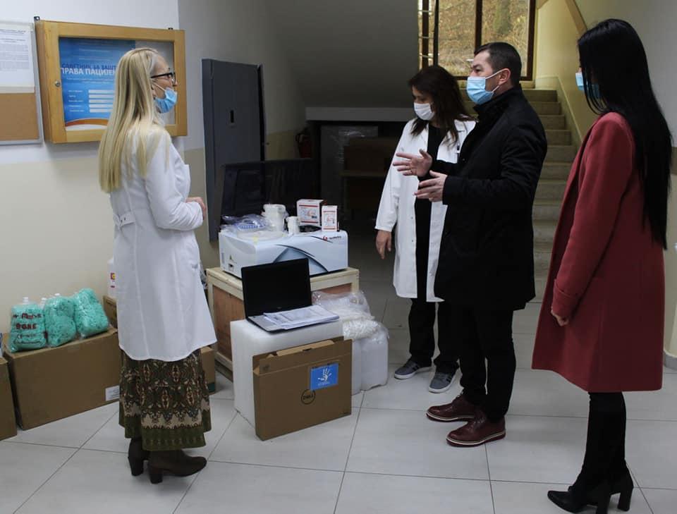 Opština Leposavić donirala opremu za kovid ambulantu
