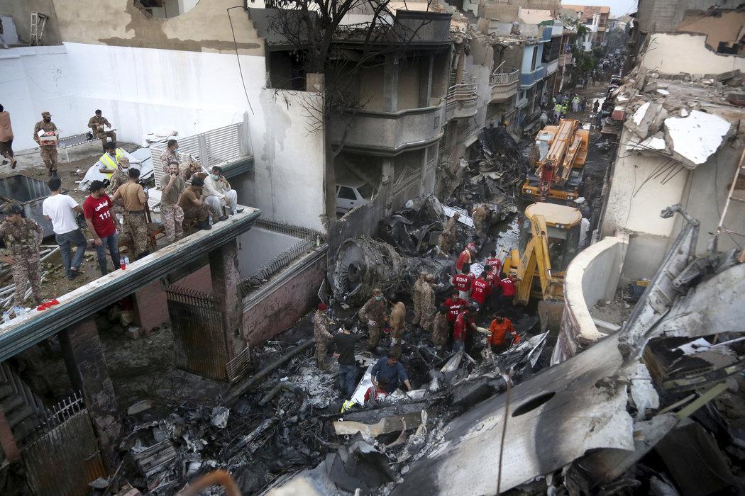 Pakistan: U padu aviona poginula najmanje 56 osoba