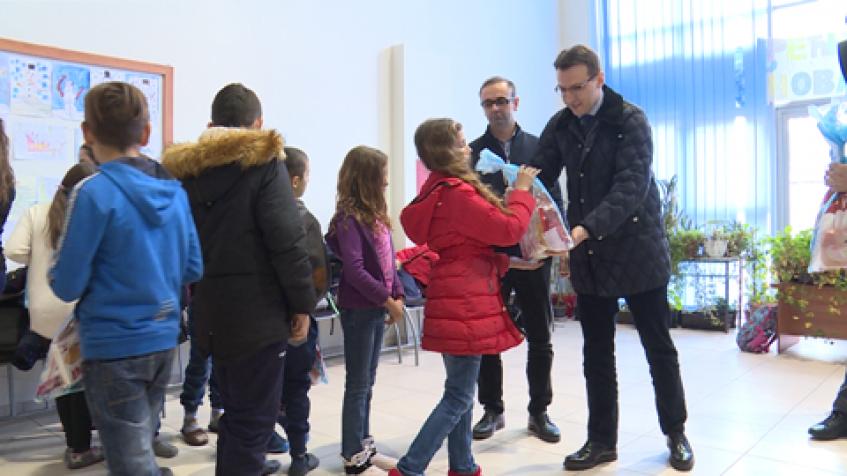 Za učenike iz Kosovske Vitine Opština Grocka obezbedila 250 paketića