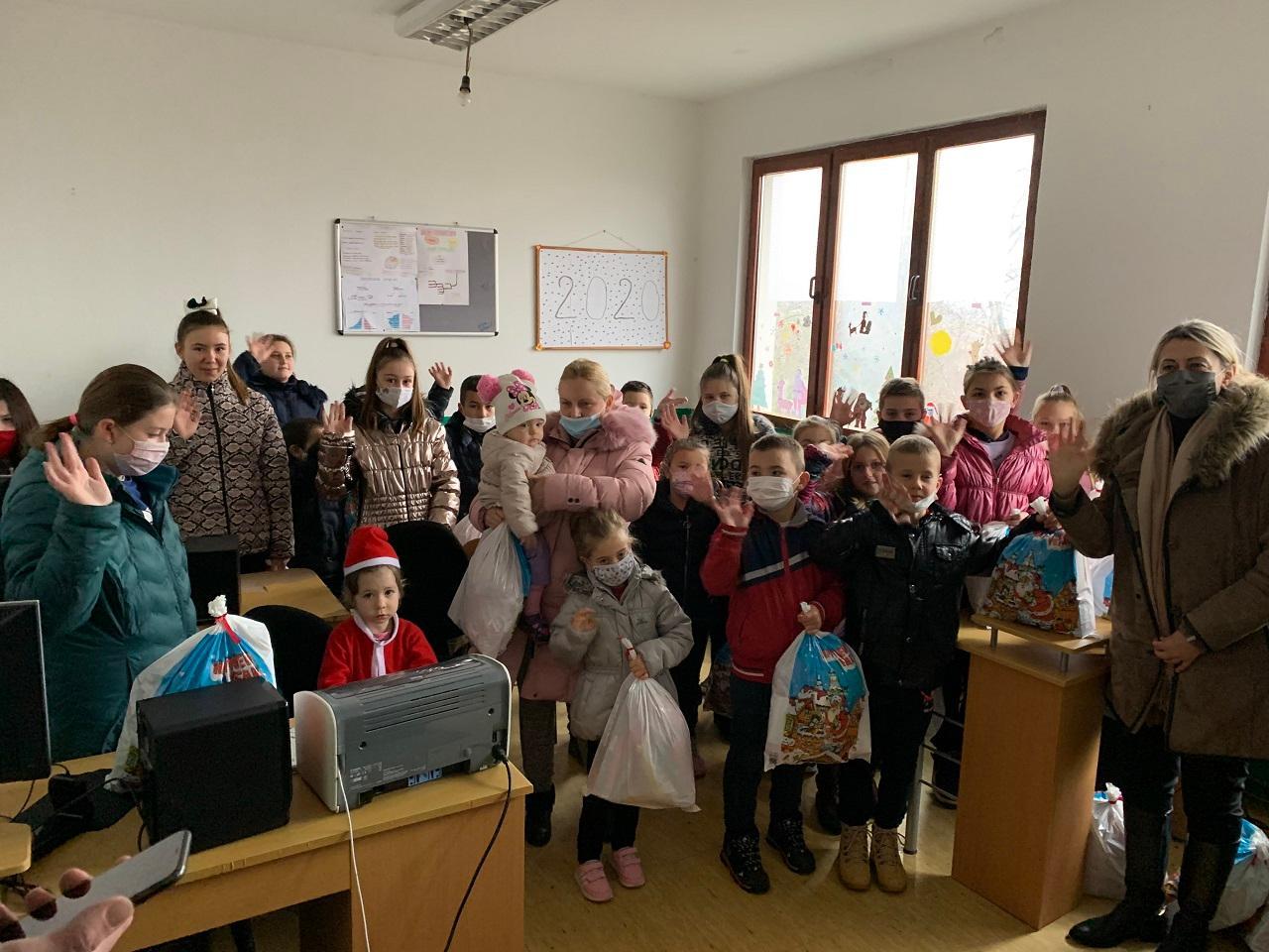 Kancelarija za KiM za decu Kosova i Metohije obezbedila 8200 novogodišnjih paketića