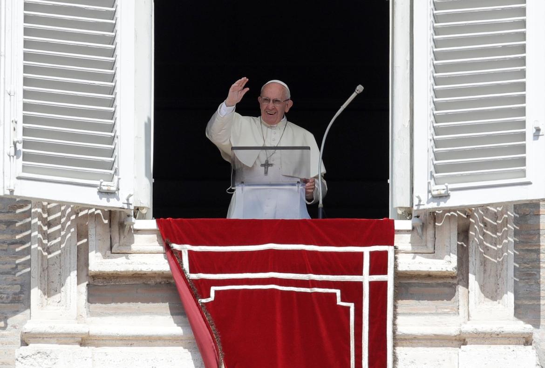 Papa Franja negativan na koronavirus