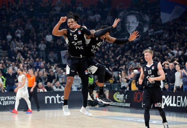 Partizan srušio Budućnost i rekord, crno-beli prvi na