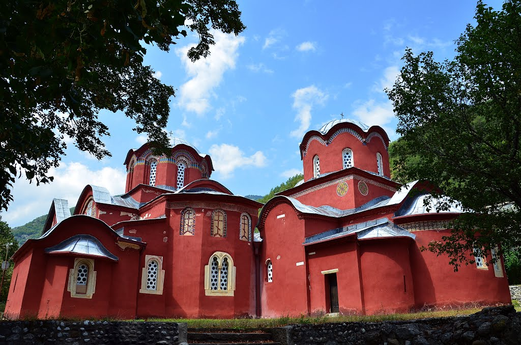 U Pećkoj patrijaršiji i Žiči zaražene monahinje