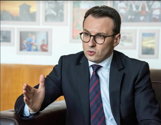 Petković: Bilbordi sa amblemom UČK otvoreni poziv na nasilje