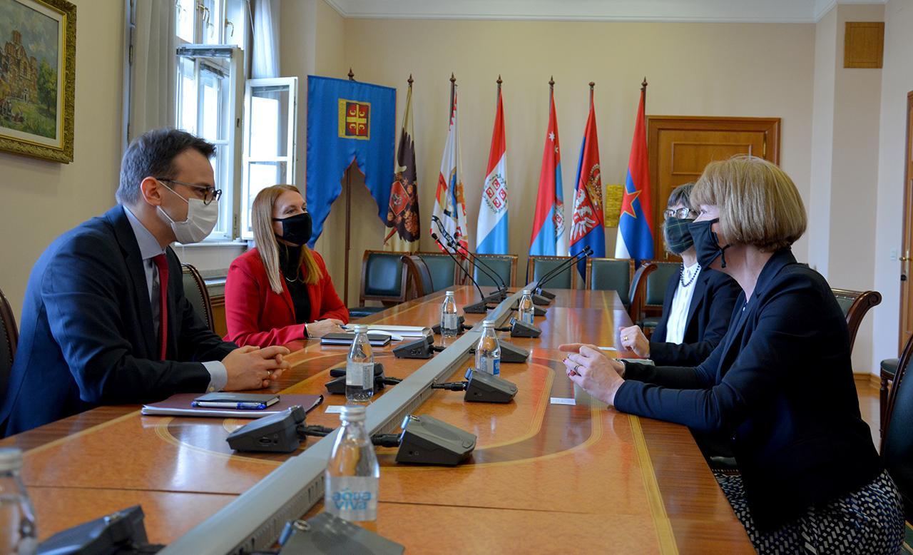 Petković sa ministarkom Velike Britanije za evropsko susedstvo i Ameriku