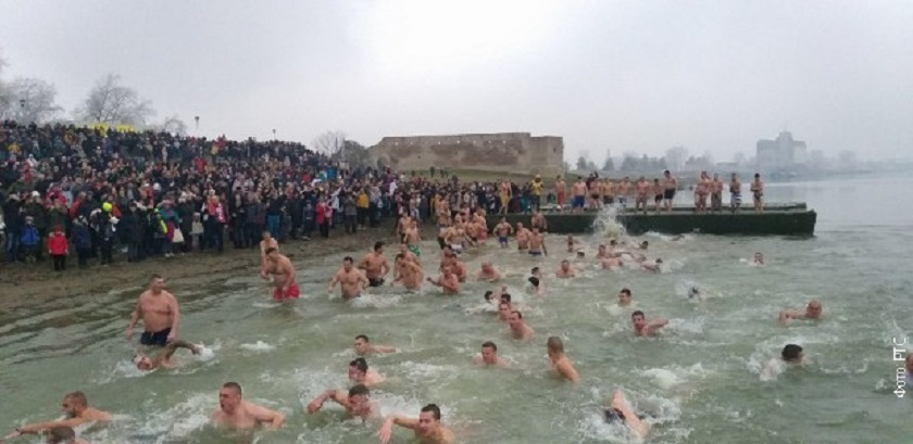 Ni led nije prepreka – širom Srbije plivalo se za Časni krst