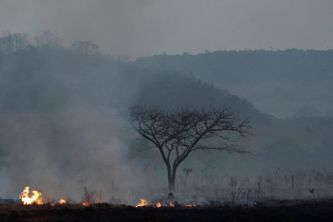 Bolsonaro odbacio pomoć G-7 za borbu protiv požara