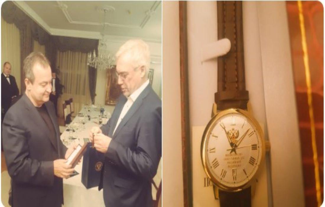 Aleksandar Gruško poklonio Dačiću prigodan poklon