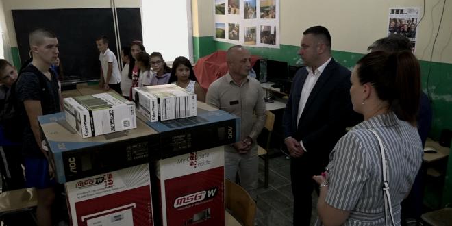 Računari i projektori za osnovne škole u Ugljaru i Sušici u cilju bolje edukacije učenika