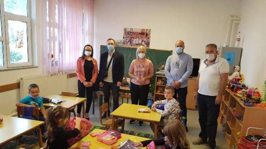 Opština Parteš predškolcima i prvacima uručila školski pribor