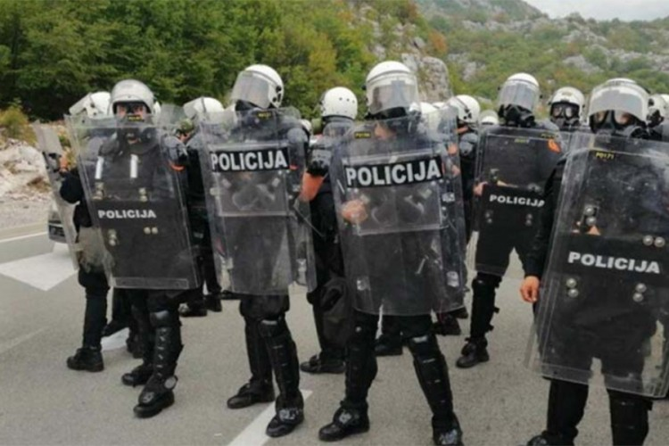 Gorović: Veljović pozivao policiju da skine uniforme